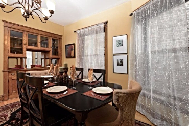 Chicago Guest House on Lakewood 3rd floor apartment. Formal dining room with seating for six