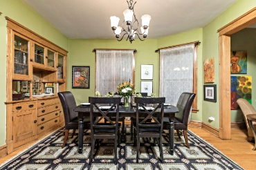 Chicago Guest House 2nd floor apartment with formal dining for six