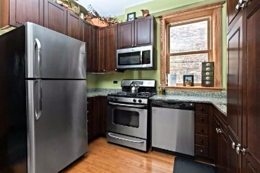 Chicago Guest House on Lakewood 3rd floor apartment. fully equipped kitchen
