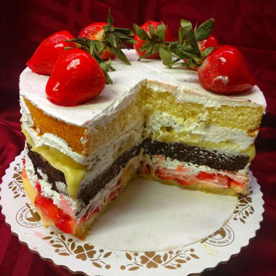 Dinkel's Multi layer cake with strawberries