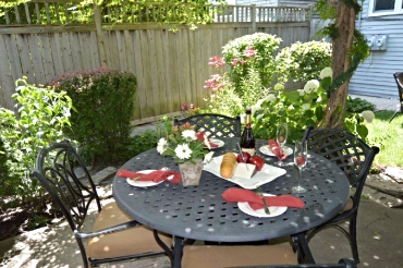 Chicago Guest House on Lakewood Ave. Back yard with outdoor dining and gas grills