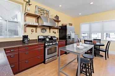 Chicago Guest House on Newport fully equipped dine-in kitchen
