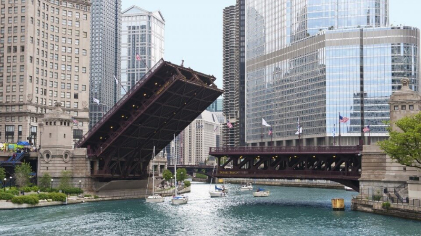 Michigan Avenue Bridge being raised